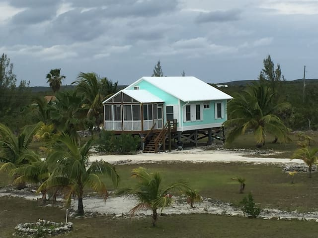 2 BED/2 Bath Beach Cottage... Central Location