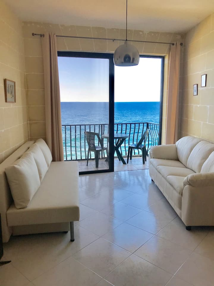 Large flat w/lift directly by the sea in Qbajjar