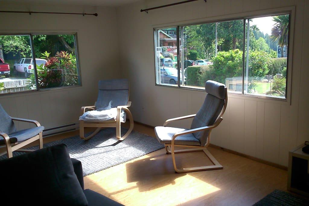 Open Sunny Living Room
