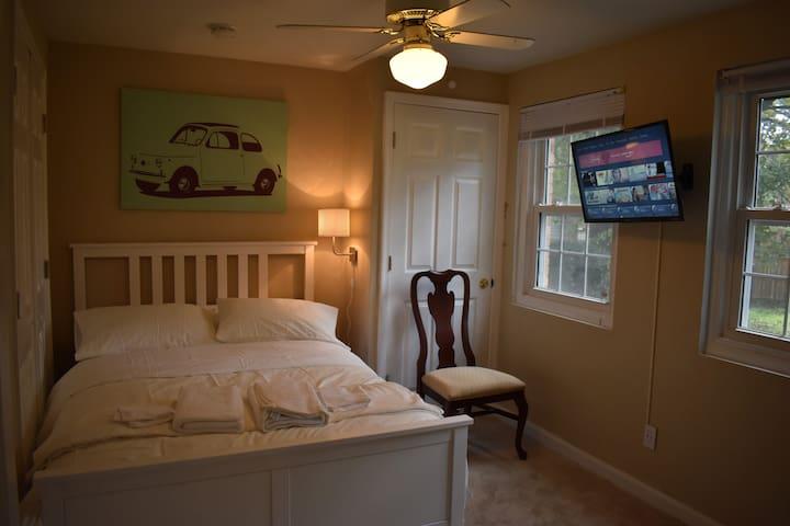 Private Room with Netflix & Prime 5min to FDA-L3