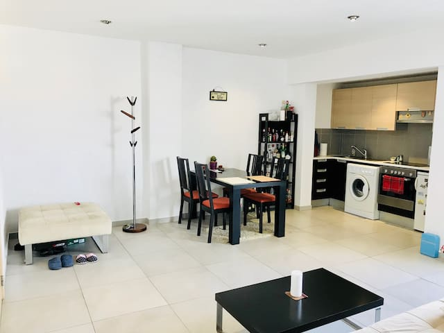 Modern Spacious Sealine flat with parking and pool