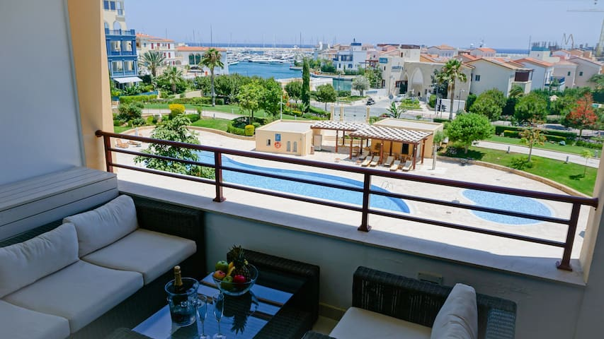 D22 Limassol Marina - Modern and Luxurious Apartment in the Exclusive Limassol Marina Residence with Swimming Pool