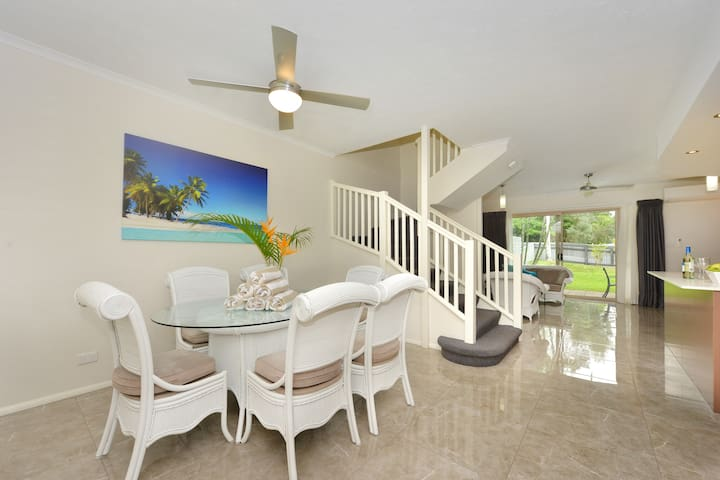 Seascape Holidays - 3 Reef Terraces - 3 Bedroom