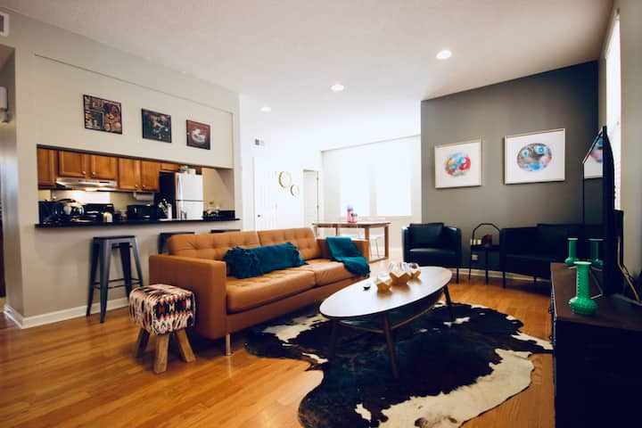 ☆Rustic Modern Condo-Downtown-FREE Gated Parking☆