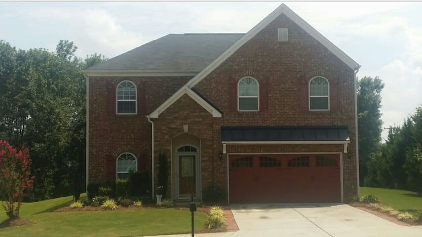 Large Suburban home near Alamance Crossing & Elon