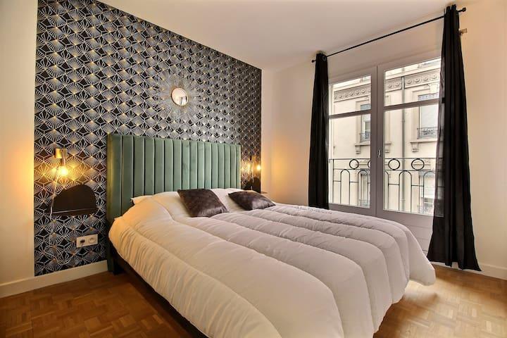 chambre avec lit 160 x 200. volets et double vitrage