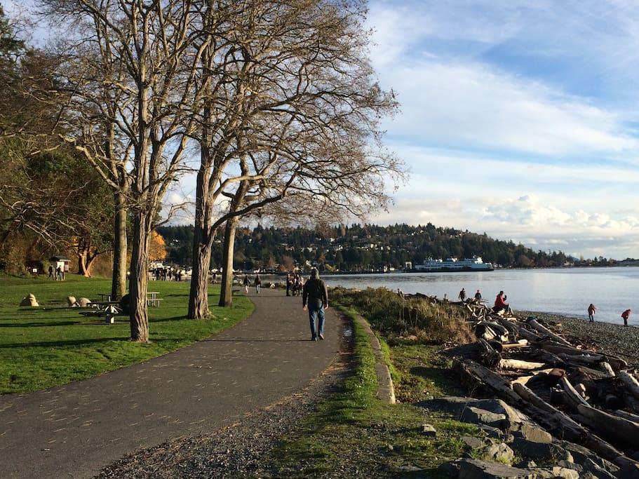beautiful walking promenade around Lincoln Park waterfront