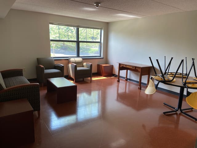 Private apartment for emergency workers available