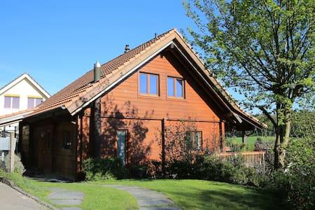 Blockhaus, 3 Schlafzimmer (max 4 Zimmer möglich) - Therwil