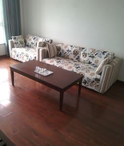 温馨两居室,三居室,最多可以住5个人,可停车。 - Qinhuangdao - Apartament