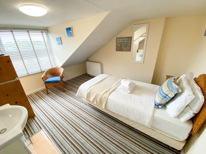 Single Bed with Shared Bathroom