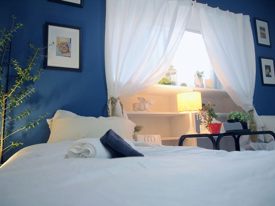 Twin beds room is good for couple, family, friends and business stay.