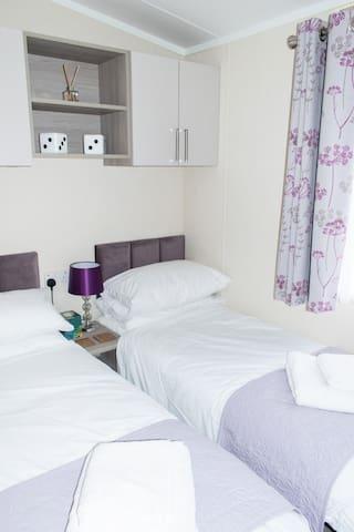 Second Bedroom - Twin