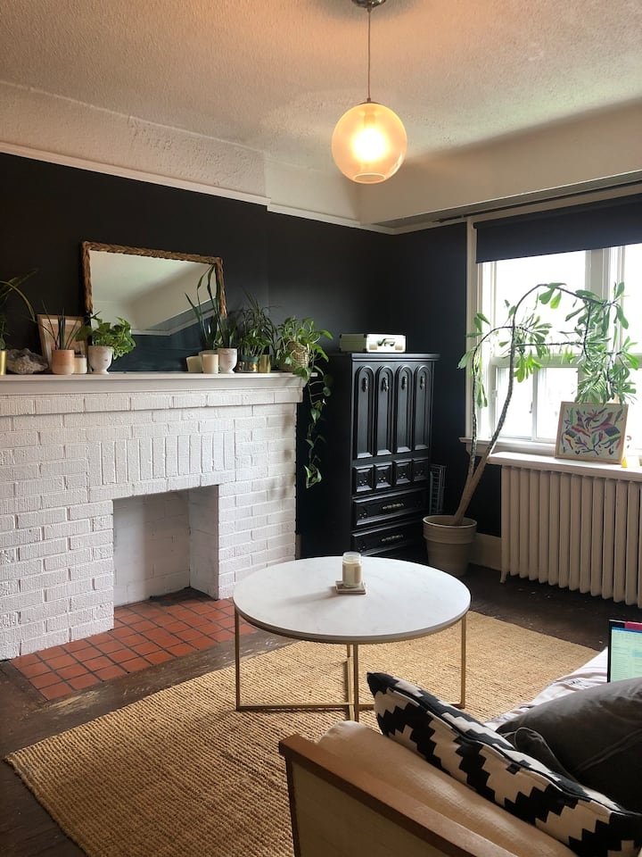 HUGE bohemian loft @Bloor/Ossington (6rms+patio)