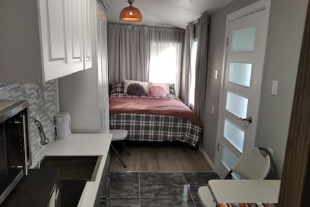 Small Well Equipped Studio Apartment