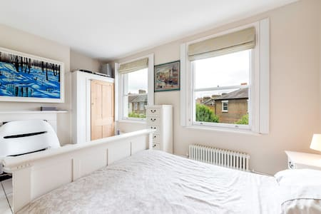 Top floor - Top location - come stay ! - London - House