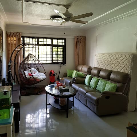 Shared Room,Near Buona Vista Mrt Station.