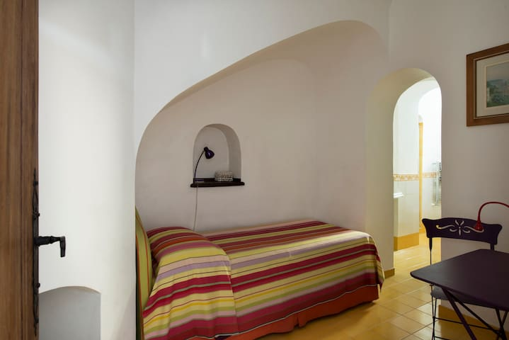 Sleeping room with a single bed