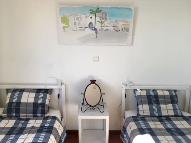 Second bedroom with two single (90cm) beds