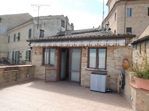 Casa con terrazzo sulle mura storiche!
