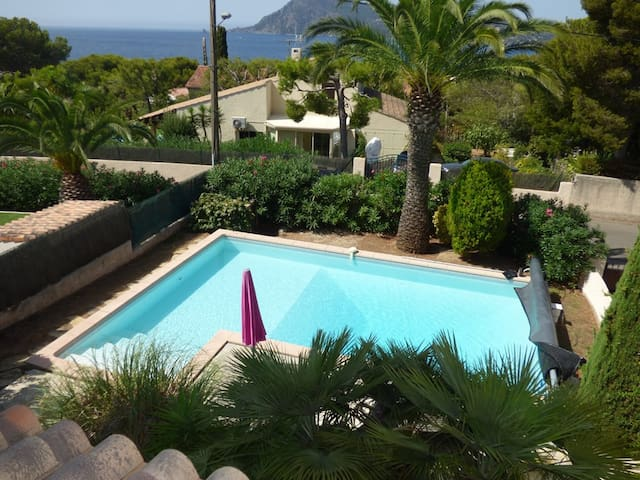 Sea view, pool,in 300m of the beach, 700 m² of field