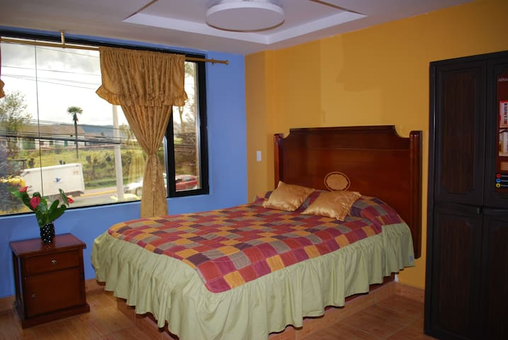 Room Near Quitumbe Terminal Buses - Quito - Bed & Breakfast