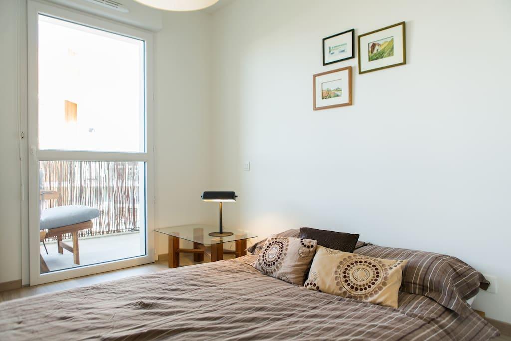 Chambre calme, clair avec accès direct sur le Terrasse