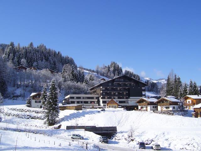 MARIA ALM - App. Bergblick mit Hallenbad und Sauna