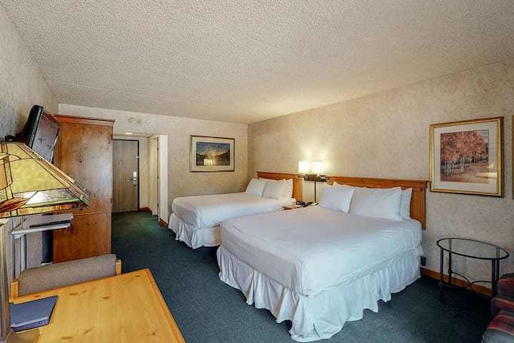 Room on 1st floor w/ location near lifts, on bus route, elevator