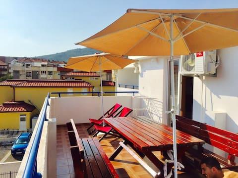 AMPLIO apartamento con balcón perfecto - 3 MINUTOS DE PLAYA