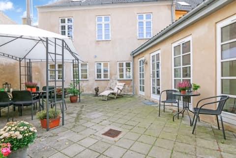 Mindre lejlighed beliggende centralt i Rudkøbing.