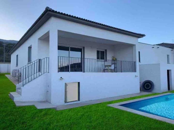 Maison Neuve avec piscine privée