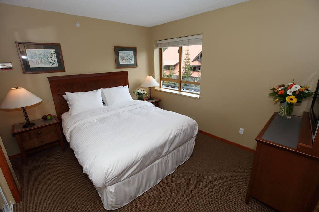 Get a good night's rest in the comfortable queen sized bed in the master bedroom.