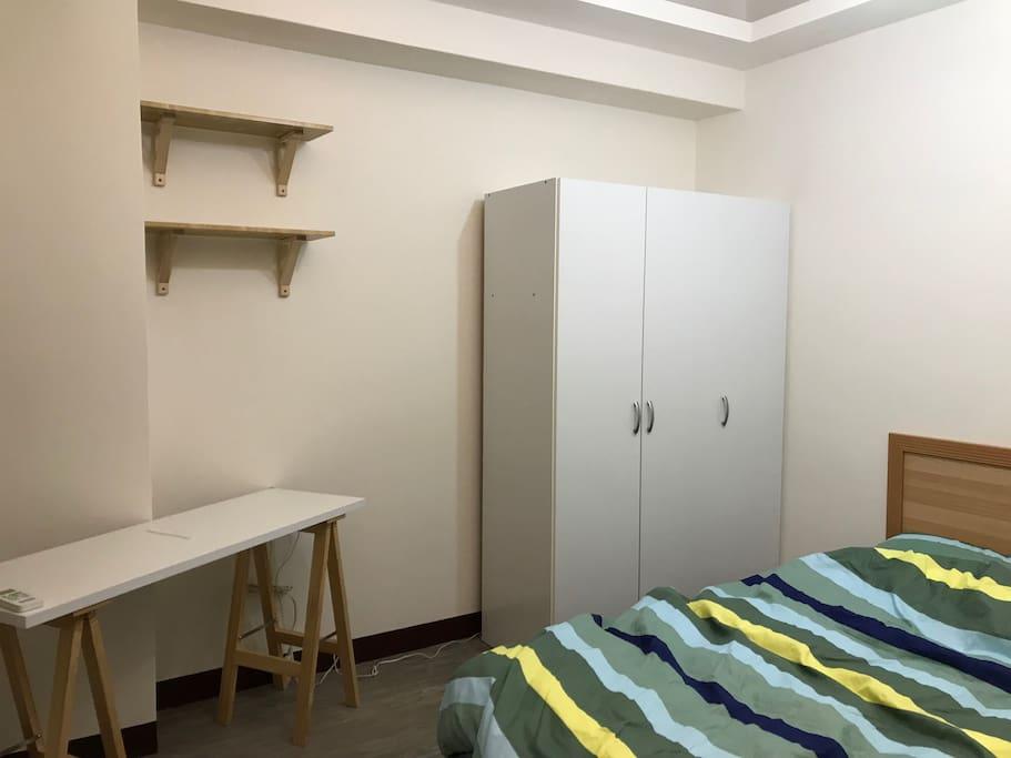 簡易乾淨的房間