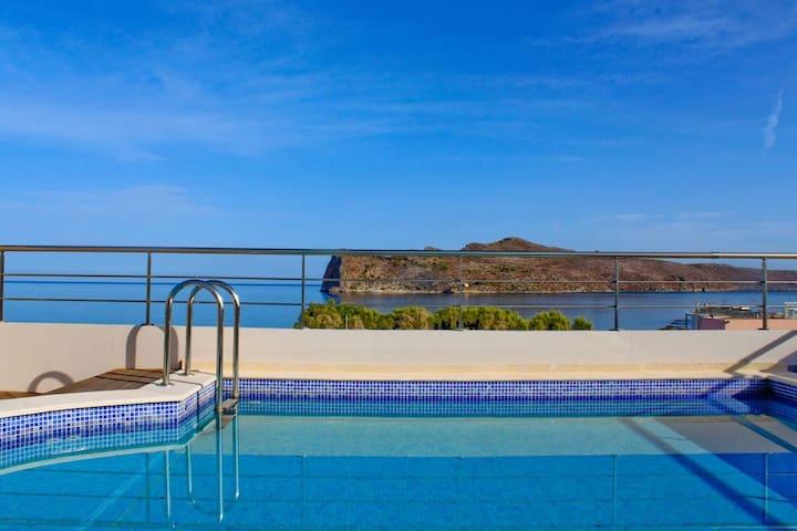 Luxury Villa, 50m From The Beach, Chania