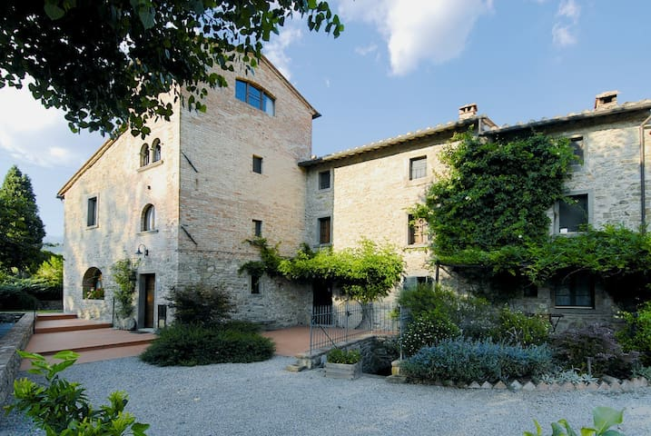 Torre Suite. One bedroom Tower house with Pool - Cortona