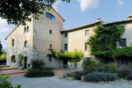 Torre Suite. One bedroom Tower house with Pool - Cortona - Byt