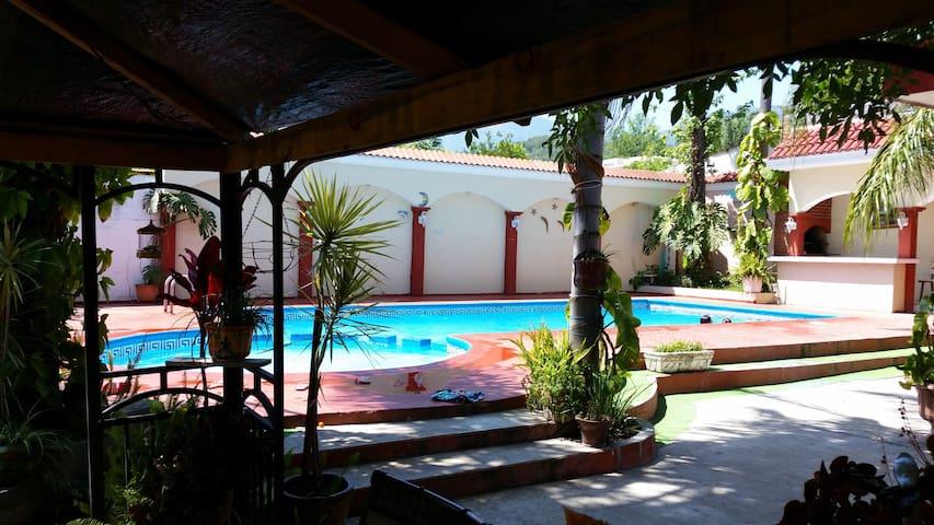 Quinta Los Pinos, Santiago Nuevo Leon