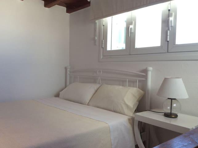 Double bed upper floor room