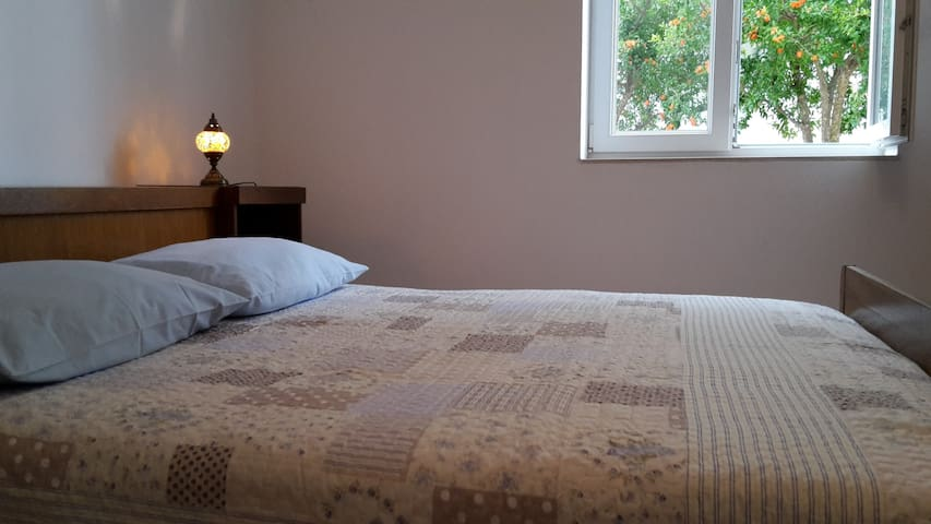 Room Nara with free parking - Trogir