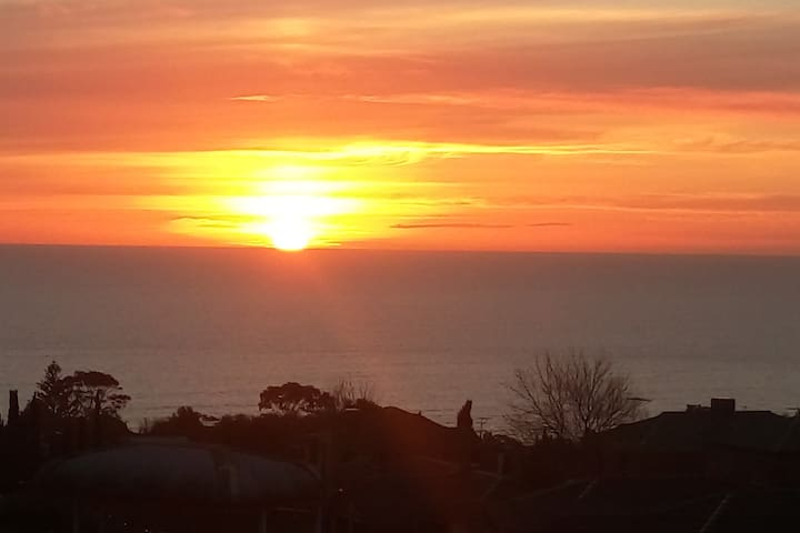Kingfisher Cottage - seaviews and sunsets