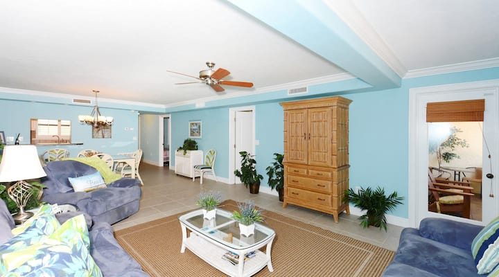 Sea Shell Condo 303 Experience Paradise on Americas No 1 Beach in this remarkable 2BR 2BATH condo at Sea Shell Beach Front Property