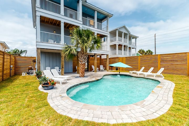 Custom built, dog-friendly home w/ private pool & balcony - 100 yards from beach