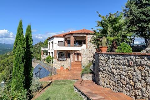Breathtaking view Villa, Darnius & saltwater Pool