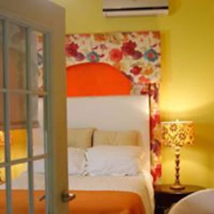 Crescent Court 5 bedroom/bath in the heart of KGN