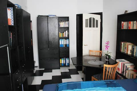 Private room in lovely 140sqm flat.
