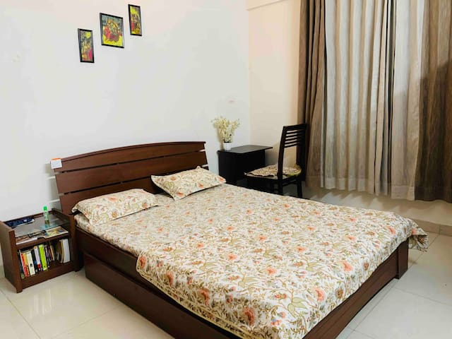 Stay @ Amanora Park Town 2BHK Full Furnished Flat