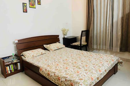 Stay in Amanora Park Town 2BHK Full Furnished Flat
