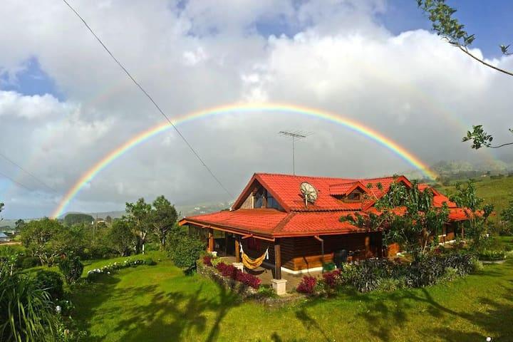 Big, Beautiful Cabin nearby La Fortuna! Quesada - Quesada - Stuga