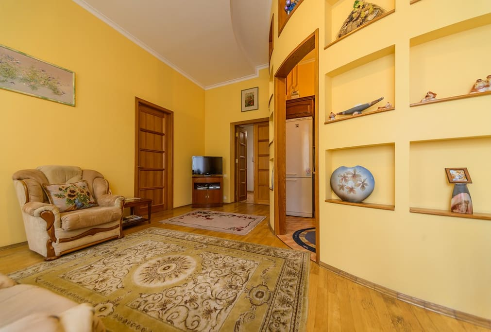 living room with TV/Гостинная -плазменный ТВ